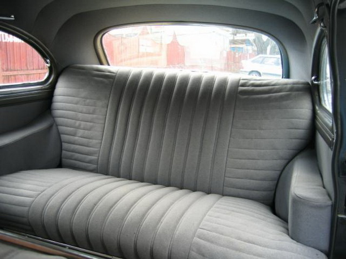 Заднее сиденье с широкими подлокотниками