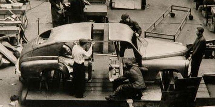 Работы над собранием кузова ГАЗа-12